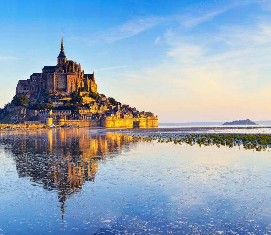 Blick auf das  Kloster auf dem Mont St. Michel an der Küste der französischen Normandie, Frankreich - © Max Topchii / Fotolia