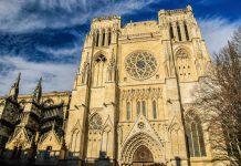 1137 heirateten in der Kathedrale von Saint-André in Bordeaux Ludwig VII., König von Frankreich, und Eleonore von Aquitanien, die Mutter von Richard Löwenherz  - © mbonaparte / Shutterstock
