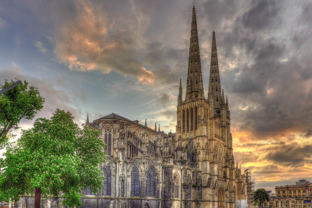Die Kathedrale Saint-André ist die größte Kathedrale von Bordeaux und eine der größten Kathedralen Frankreichs - © Leonid Andronov / Shutterstock