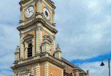 Die majestätische Église Saint-Léger im Zentrum von Lens ist die Hauptkirche der Stadt im Norden von Frankreich - © Velvet CC BY-SA3.0/Wiki