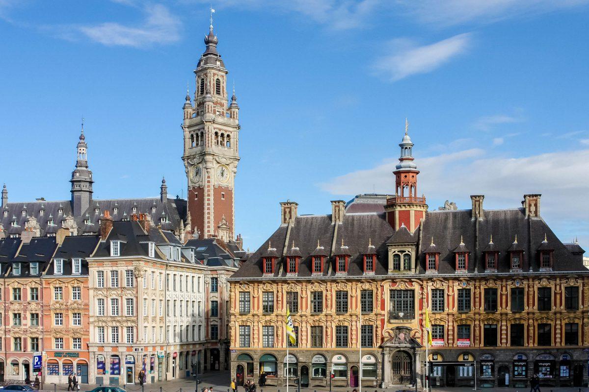 Die Alte Börse ist wohl das schönste und berühmteste Gebäude am Grand Place von Lille, Frankreich - © jorisvo / Shutterstock