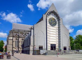 Die gewaltige Kathedrale von Lille erstrahlt nach 150 Jahren Bauzeit als monumentale Mischung von Neugotik und Moderne, Frankreich - © aztec123 / Shutterstock