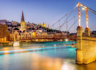 Die Altstadt von Lyon, Frankreich, zählt als eines der größten erhaltenen Renaissance-Vierteln in ganz Europa zum Weltkulturerbe der UNESCO - © ventdusud / Shutterstock