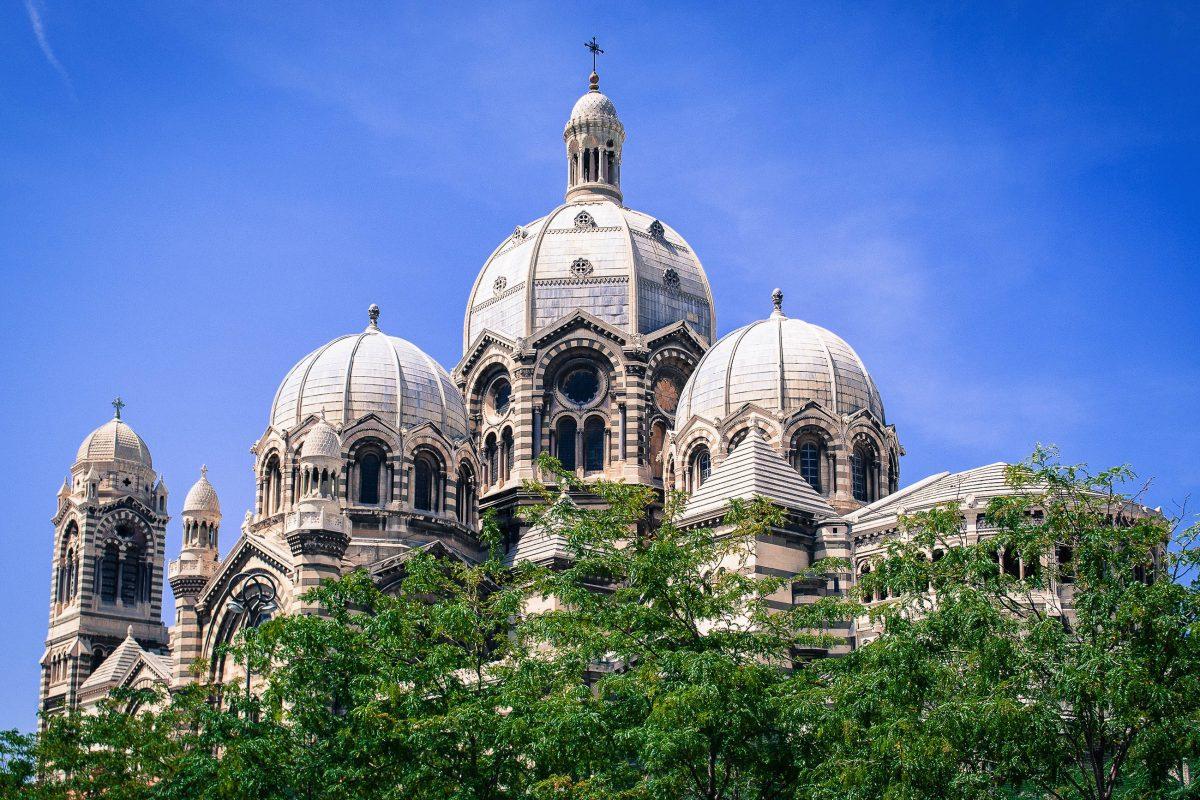 Die größte Kuppel der Cathédrale de la Major in Marseille, Frankreich, gilt mit 70m Höhe als sechstgrößte der Welt - © Alan LE MOAL / Shutterstock