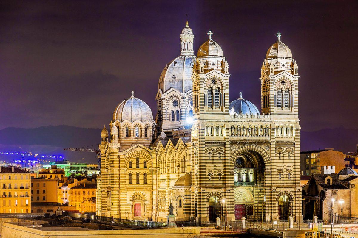 Die monumentale Cathédrale de la Major in Marseille, Frankreich, gilt als eine der größten Kathedralen, die nach dem Mittelalter gebaut wurden - © : Leonid Andronov / Shutterstock
