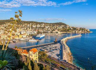 Der Colline du Château östlich der Altstadt von Nizza sorgt mit einem überwältigenden Ausblick für unvergessliche Erinnerungen an den Nizza-Urlaub, Frankreich - © Leonid Andronov / Shutterstock
