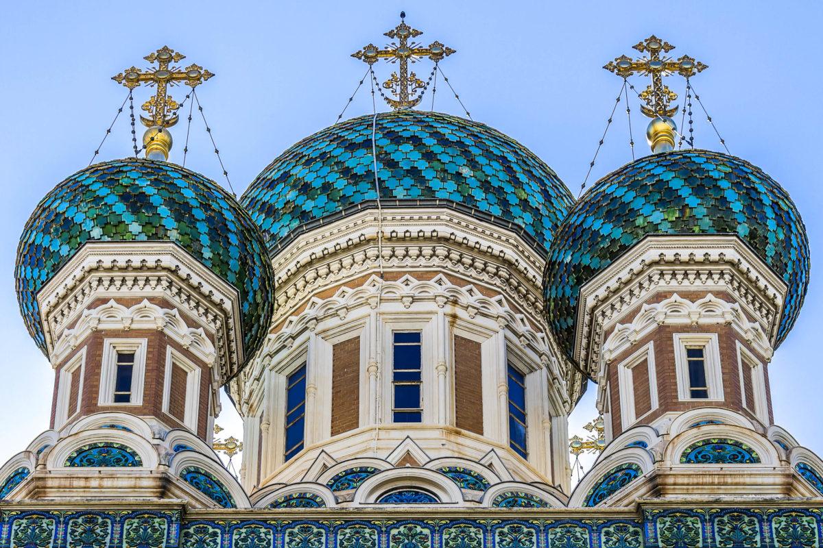Die Kathedrale Saint-Nicolas in Nizza, Frankreich, wurde im frühen 20. Jahrhundert im altrussischen Stil vom Architekten Michel Preobrajenski errichtet und steht heute unter Denkmalschutz - © Kiev.Victor / Shutterstock