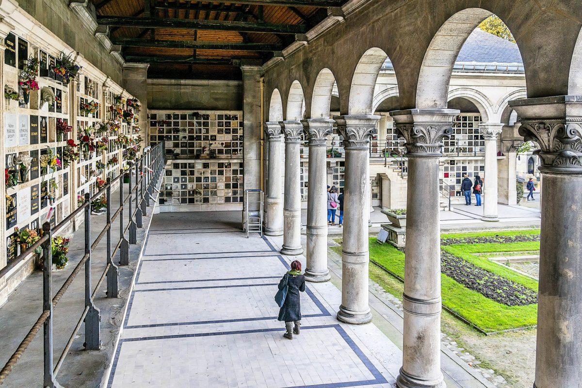 Der Cimetière du Père Lachaise in Paris wurde Anfang des 19. Jahrhunderts angelegt und wird jährlich von 2 Millionen Menschen besucht, Frankreich - © Kiev.Victor / Shutterstock
