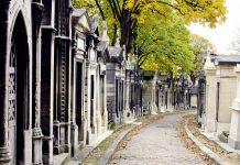 Der Cimetière du Père Lachaise zählt aufgrund seiner zahlreichen Grabstätten prominenter Persönlichkeiten zu den meistbesuchten Sehenswürdigkeiten von Paris, Frankreich - © Zvonimir Atletic / Shutterstock