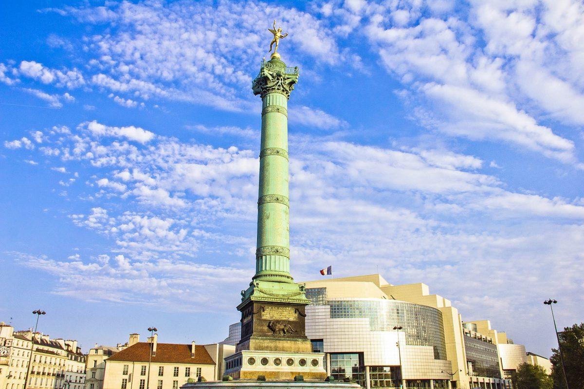 Der Place de la Bastille in Paris beherbergte früher die Bastille, erst Burg und später Gefängnis, heute findet man dort die Julisäule und die neue Oper von Paris, Frankreich - © Giancarlo Liguori / Shutterstock