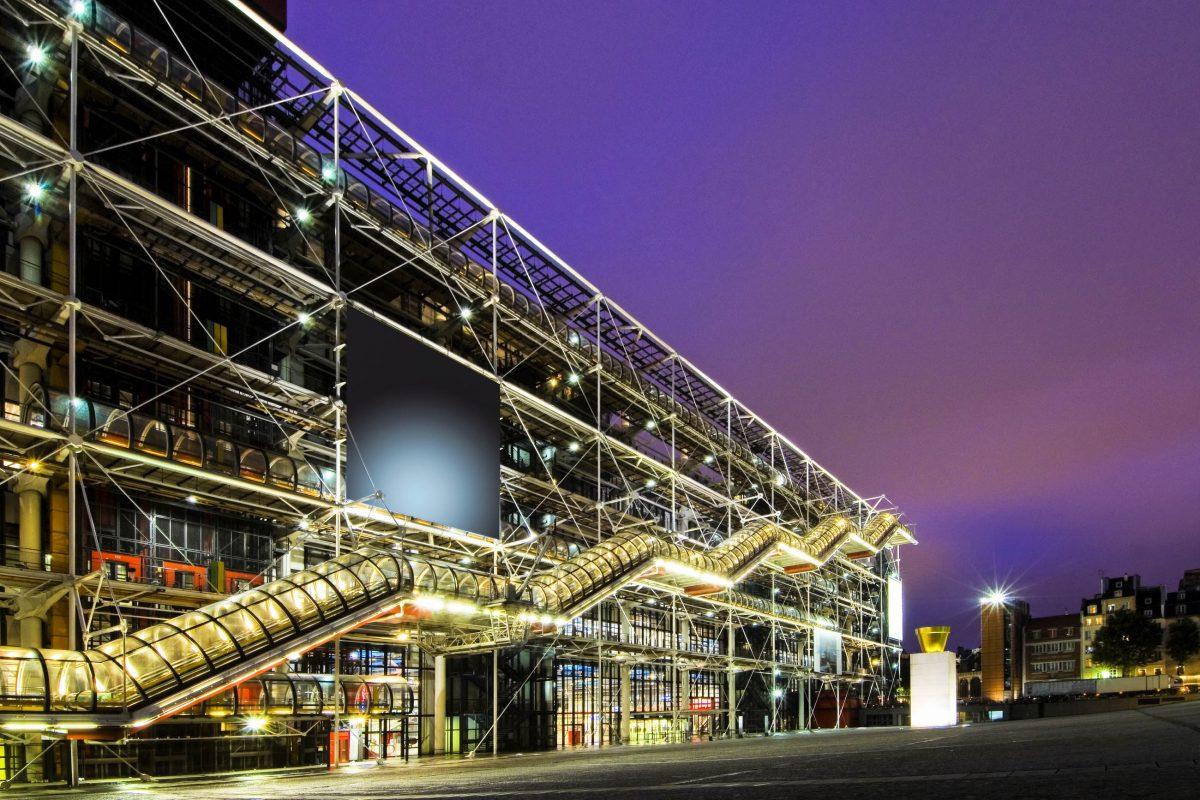 Nach fünf Jahren Bauzeit wurde das Centre Pompidou im Zentrum von Paris am 31. Jänner 1977 eröffnet, Frankreich - © Corepics VOF / Shutterstock