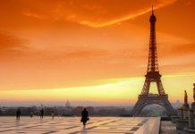 Sonnenuntergang am berühmten Trocadero Square in Paris mit Blick zum Eiffelturm , Paris, Frankreich - © bensliman hassan / Shutterstock