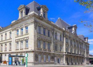 Das Arbeitsamt von Saint-Étienne, Frankreich, wurde im frühen 20. Jahrhundert errichtet und 2002 als historisches Denkmal eingetragen - © Aubry Françon CC BY-SA3.0/Wiki