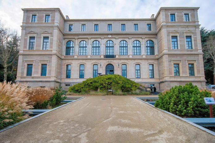 Das Museum für Kunst und Industrie in Saint-Étienne verbindet die schönen Künste mit der Kunst von Industrie und Technik, Frankreich - © Hélène Rival CC BY-SA3.0/Wiki