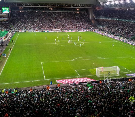 Das Stade Geoffroy Guichard in Saint-Étienne stammt aus den frühen 1930er-Jahren und wird bei der Fußball EM 2016 Spielstätte für vier Matches sein, Frankreich - © KevFB CC BY-SA3.0/Wiki