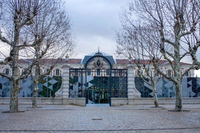 Die Cité du Design, die Design-Stadt von Saint-Étienne, ist im Norden der Stadt in der eindrucksvollen historischen Waffenfabrik untergebracht, Frankreich - © Daniel Villafruela CC BY-SA3.0 FR/Wiki