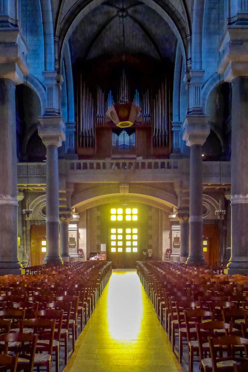 Schmückende Elemente und Verzierungen halten sich im Interieur der Karl Borromäus Kathedrale von Saint-Étienne in Grenzen, Frankreich - © Aubry Françon CC BY-SA3.0/Wiki