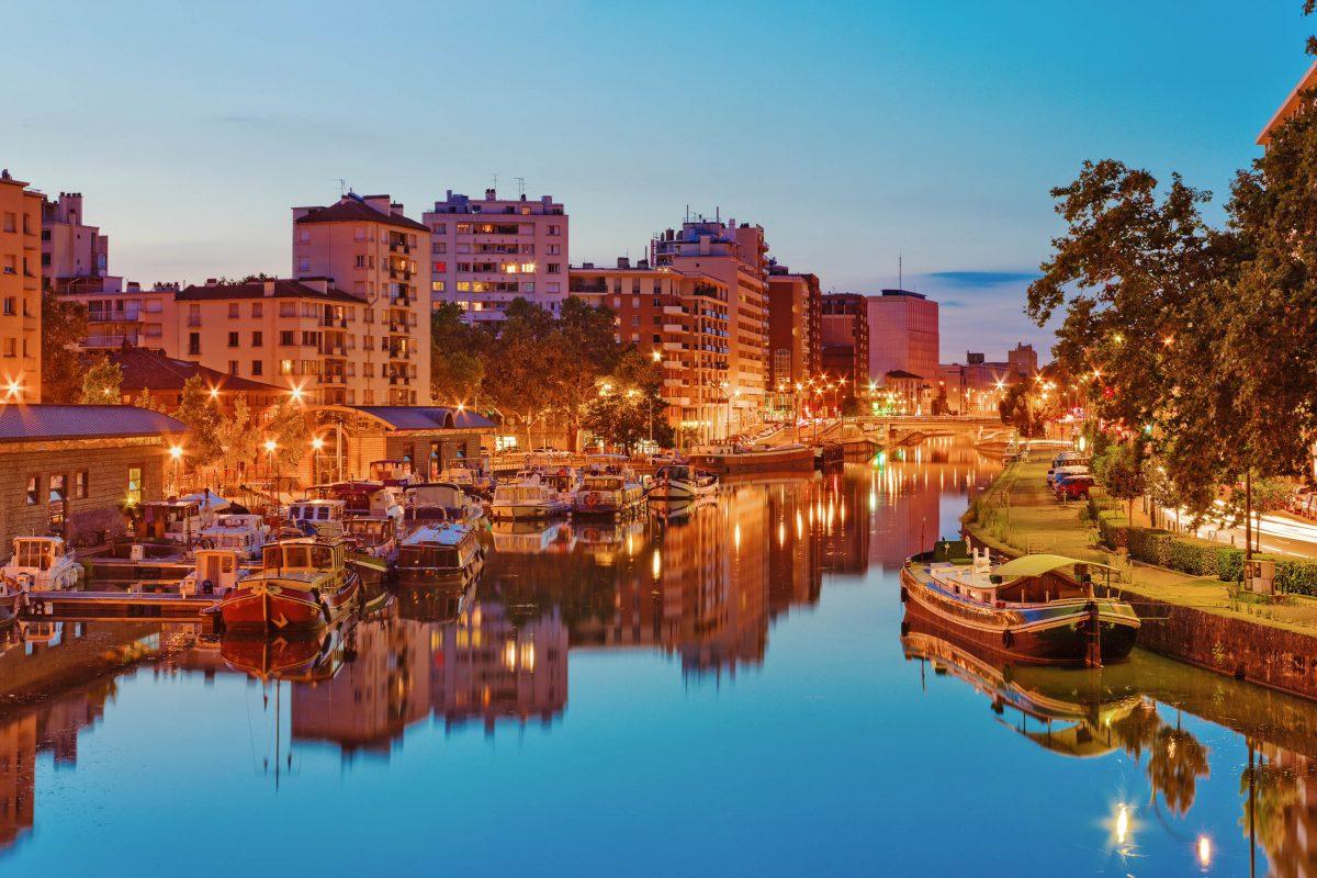 Aufgrund seiner Ästhetik, hier der Port Sauveur in Toulouse, zählt der Canal du Midi zu den wichtigsten Sehenswürdigkeiten Frankreichs - © Yuryev Pavel / Shutterstock