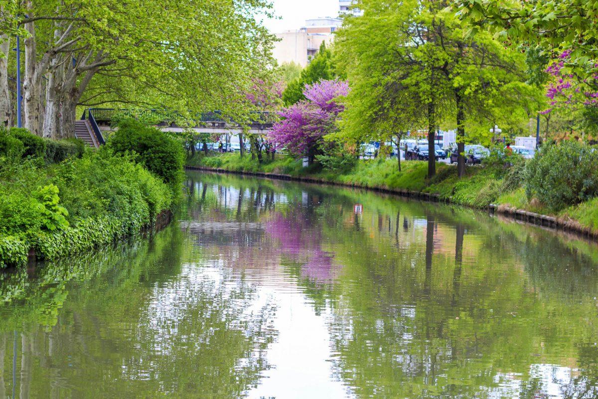 Der Canal du Midi im Süden Frankreichs ist sowohl für Bootsfahrten als auch Wanderungen ein attraktives Urlaubsziel - © Rrrainbow / Shutterstock
