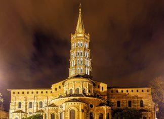 Die gewaltige Pilgerkirche Saint Sernin von Toulouse ist die größte noch erhaltene romanische Kirche Frankreichs - © Leonid Andronov / Shutterstock