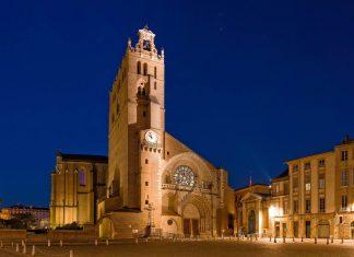 Die Kathedrale Saint-Étienne im Zentrum von Toulouse, Frankreich, ist über einen Zeitraum von 500 Jahren aus zwei Kirchen entstanden - © Yuryev Pavel / Shutterstock