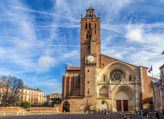 Die Kathedrale Saint-Étienne im Zentrum von Toulouse ist aufgrund ihrer originellen Architektur sehenswert, Frankreich - © Leonid Andronov / Shutterstock