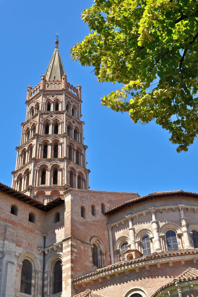 Von der einstigen Abtei von St. Sernin in Toulouse ist bis heute nur noch die gewaltige Kirche übrig geblieben, Frankreich - © Christophe Jossic / Shutterstock