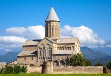 Das georgisch-orthodoxe Alaverdi Kloster liegt im gleichnamigen Dorf etwa 20 Kilometer von der Stadt Telavi entfernt und wurde im 4. Jahrhundert gegründet, Georgien - © gromwell / Fotolia