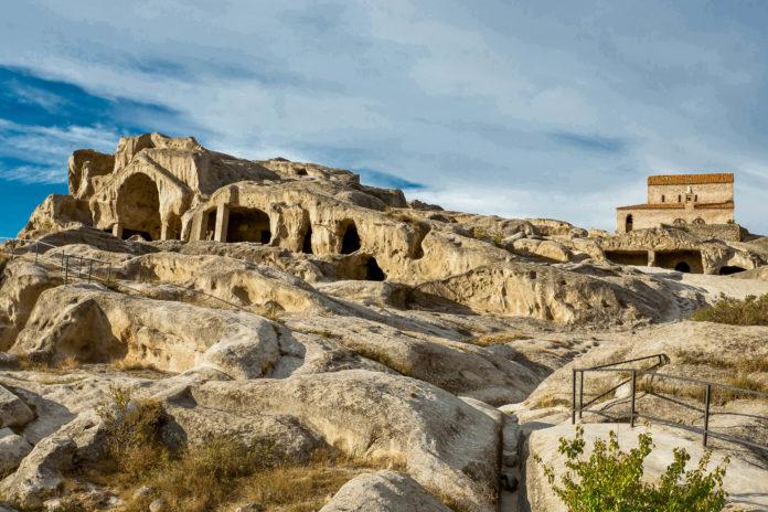 Die Höhlenstadt Uplistsikhe ist eine der ältesten Siedlungen der Menschheit, Georgien - © Alex Ishchenko / Fotolia