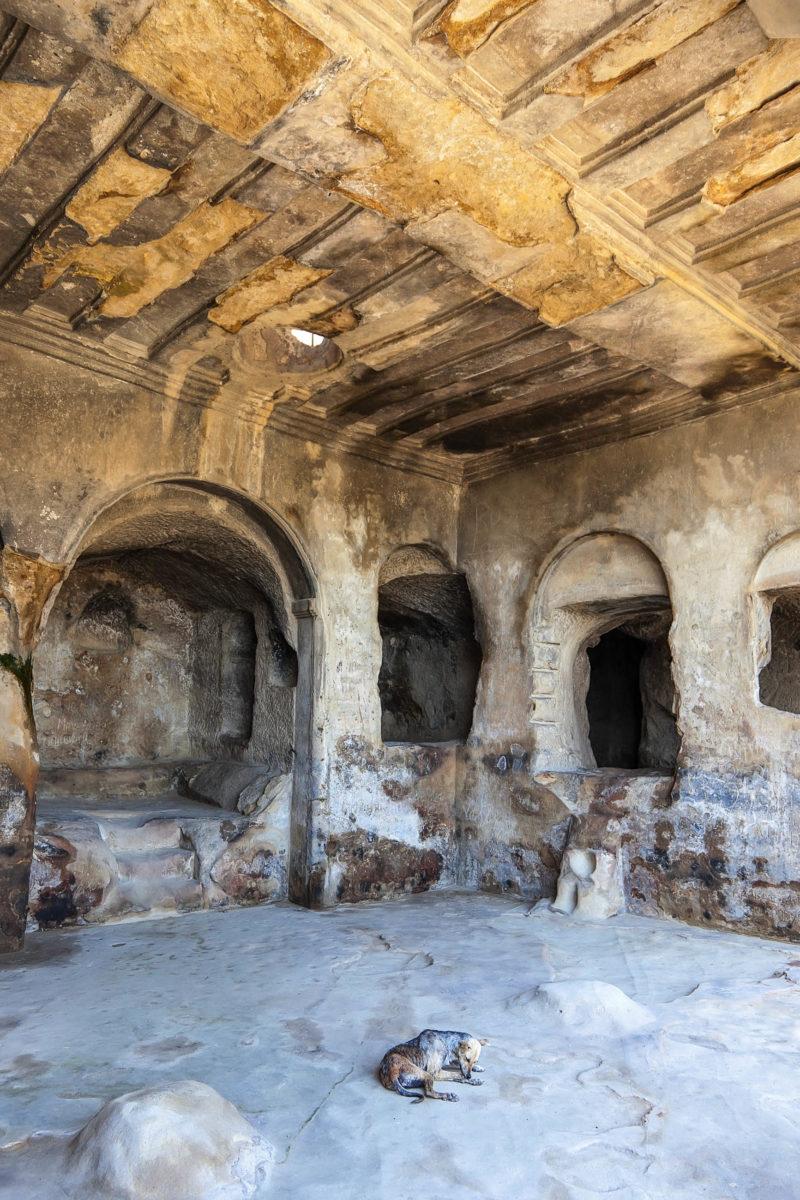 Eine der Höhlen von Uplistsikhe, die Höhlenstadt wurde bereits in der Bronzezeit gegründet und ab dem 16. Jahrhundert vor Christus von Menschen besiedelt, Georgien - © IliaTorlin / Shutterstock