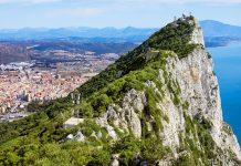 Blick auf den Fels von Gibraltar, einen gigantischen Kalksteinfelsen, der den größten Teil der Landspitze Gibraltars im Südwesten Europas einnimmt - © Artur Bogacki / Fotolia