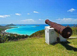 Blick auf das malerische Städtchen Hillsborough auf der Insel Carriacou, Grenada - © Pawel Kazmierczak / Shutterstock