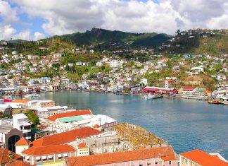 Blick vom Fort George über den Hafen von St. George, Grenada - © Holger Wulschlaeger / Shutterstock