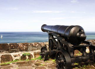 Blick vom strategisch perfekt gelegene Fort Frederik vom Richmond Hill, nahe St. George, Grenada - © nikitsin.smugmug.com / Shutterstock