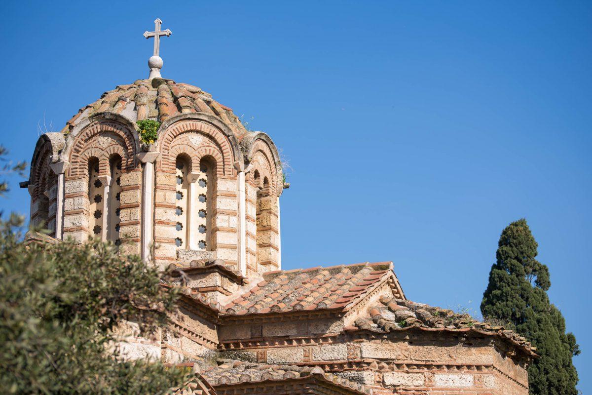 An der südöstlichen Ecke der Antiken Agora in Athen befindet sich die byzantinische Kirche Agii Apostoli aus dem 11. Jahrhundert, Griechenland - © James Camel / franks-travelbox