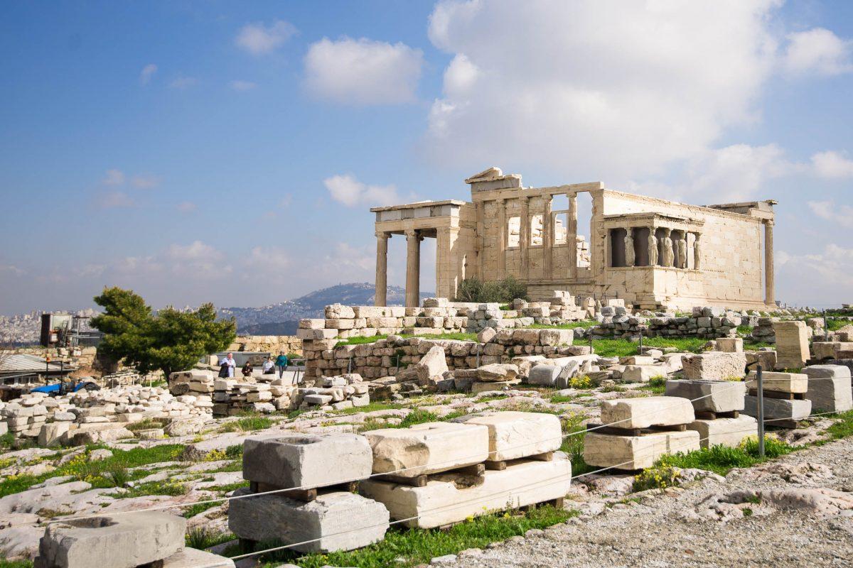 Das Erechtheion gehört zum historischen Ensemble der Akropolis in der griechischen Hauptstadt Athen, Griechenland - © James Camel / franks-travelbox