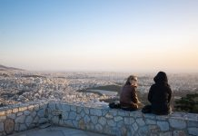 Der Ausblick vom Gipfel des Lykavittos über Athen bis zum Meer ist nicht nur bei Sonnenuntergang überwältigend, Griechenland - © James Camel / franks-travelbox