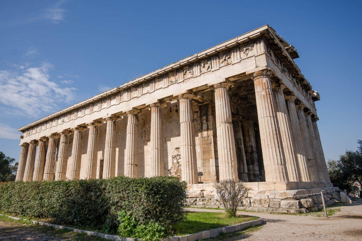 Der Hephaistos-Tempel auf der Antiken Agora in Athen stammt aus dem 5. Jahrhundert vor Christus und ist der besterhaltene Tempel ganz Griechenlands - © James Camel / franks-travelbox