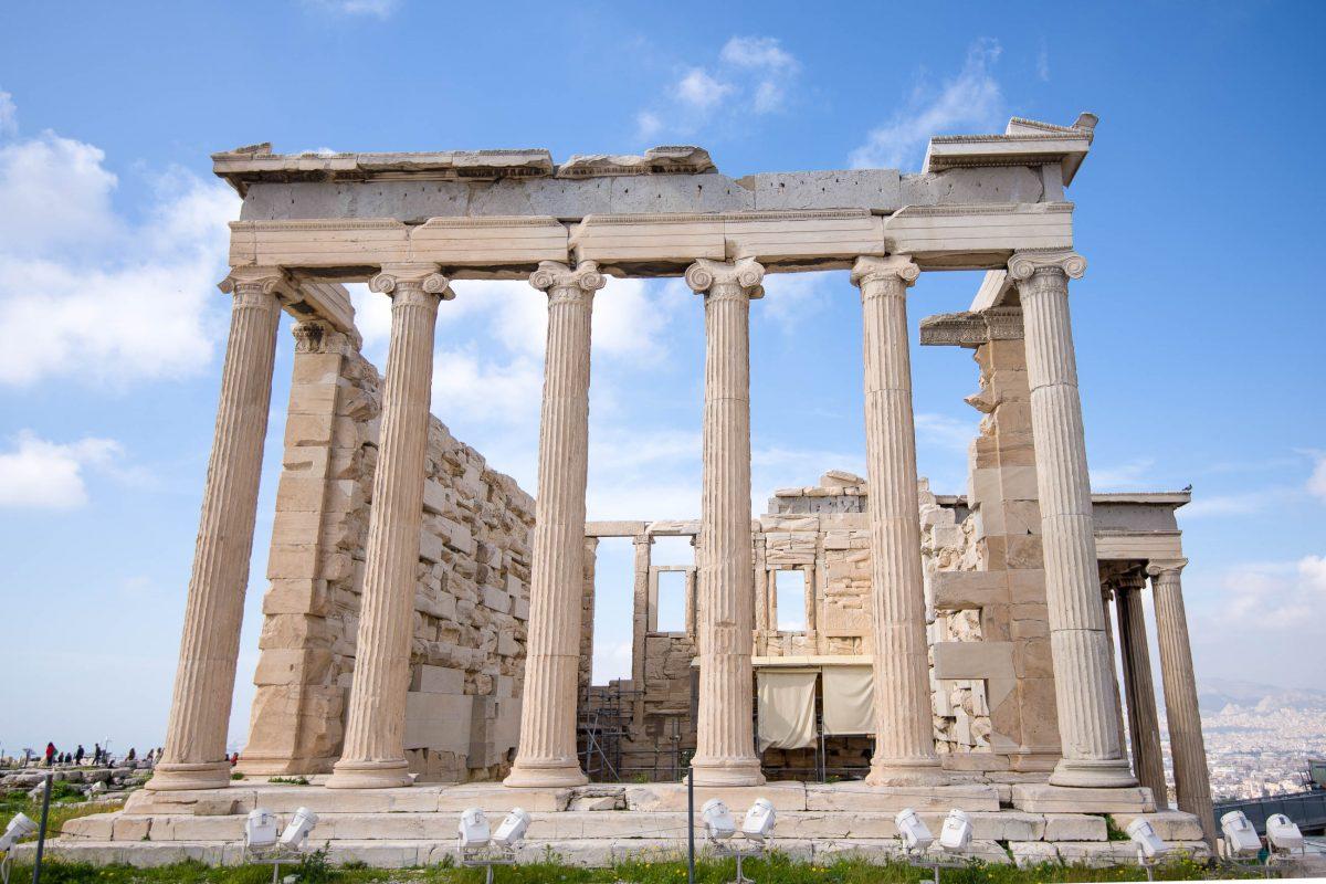 Der prächtige Tempel Erechtheion war ursprünglich Pallas Athene, der griechischen Göttin der Weisheit, gewidmet, Akropolis, Griechenland - © James Camel / franks-travelbox