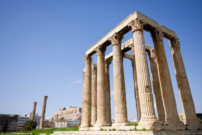 Der Zeus-Tempel in Athen war einer der mächtigsten Tempel im antiken Griechenland - © James Camel / franks-travelbox