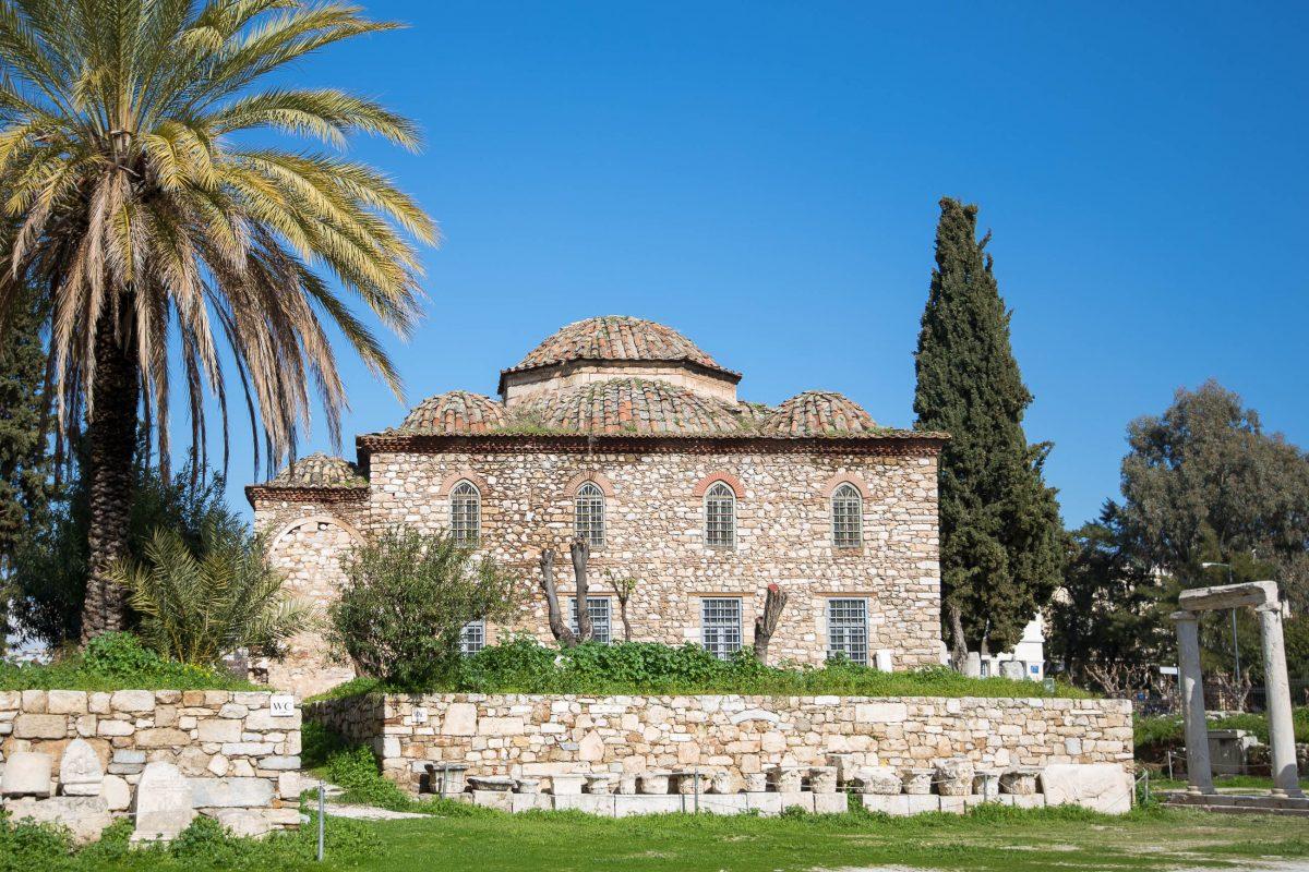 Die Fethije-Moschee aus dem 17. Jahrhundert grenzt heute an das antike Gelände der Römischen Agora in Athen an, Griechenland - © James Camel / franks-travelbox