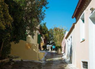 Im Herzen von Athen präsentiert sich das verträumte Viertel Anafiótika wie ein stilles Überbleibsel aus dem 19. Jahrhundert, Griechenland - © James Camel / franks-travelbox