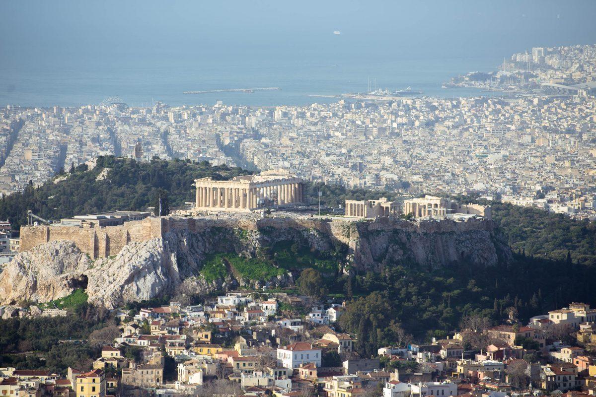 Vom Gipfel des Lykavittos, dem Stadtberg von Athen, tut sich ein herrlicher Blick auf die weltberühmte Akropolis auf, Griechenland - © James Camel / franks-travelbox