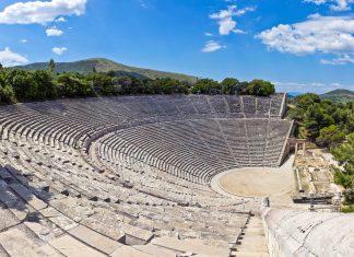 Das Theater von Epidaurus liegt im Westen des Peloponnes und ist das größte und eindrucksvollste antike Theater Griechenlands - © stockbksts / Fotolia