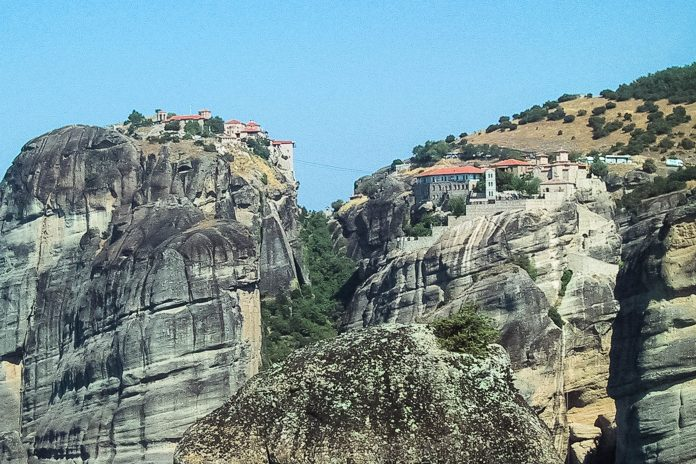 Abgesehen von den 24 Klöstern zählen die Meteora-Felsen zu den beliebtesten Kletterzielen Griechenlands - © FRASHO / franks-travelbox