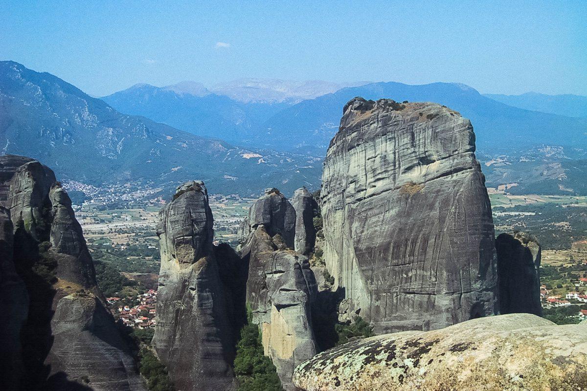Überwältigende Aussicht von den Klippen der Meteora-Klöster, die auch bei Kletterern sehr beliebt sind, Griechenland - © FRASHO / franks-travelbox
