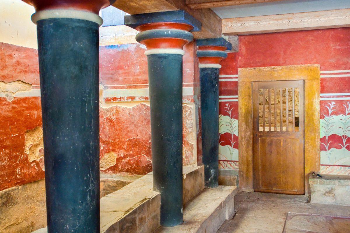 Innenraum des Thronsaals von König Minos im Palast von Knossós auf Kreta, Griechenland - © lornet / Shutterstock