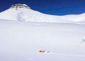 Gunnbjørns Fjeld ist mit einer Höhe von 3.694 Metern der höchste Berg Grönlands sowie der höchste Berg der Arktis - © Maxim Bouev CC0 1.0/Wiki