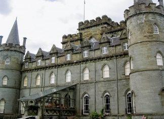 Das eindrucksvolle Inveraray Castle in Schottland, 95km nördlich von Glasgow, ist bis heute Sitz der Dukes of Argyll, Großbritannien - © flog / franks-travelbox