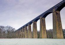Das Pontcysyllte-Aquädukt ist eine gewaltige Schiffbrücke im Nordosten von Wales und Teil des als Llangollen-Kanal bekannten Wasserweges, Großbritannien - © StevenPaulPepper/Shutterstock
